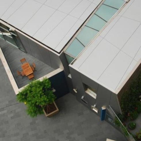 Revestimientos Exteriores en Edificios Públicos / Trespa