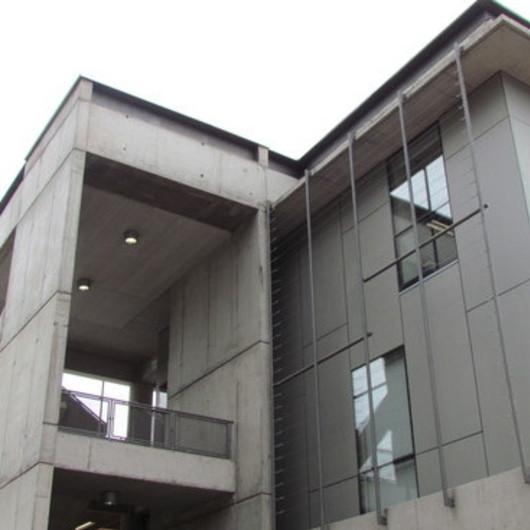 Revestimiento Natura en Escuela de Construcción Civil, PUC / Pizarreño
