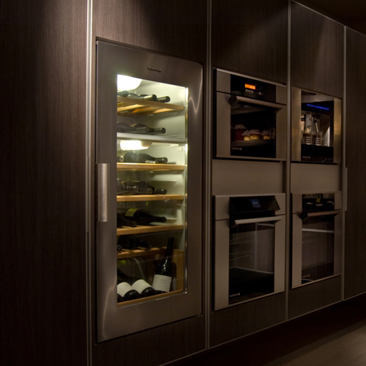 Cavas de Vino / Kitchen Center