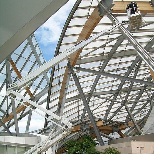 Falcon Spider Lift in Louis Vuitton Foundation