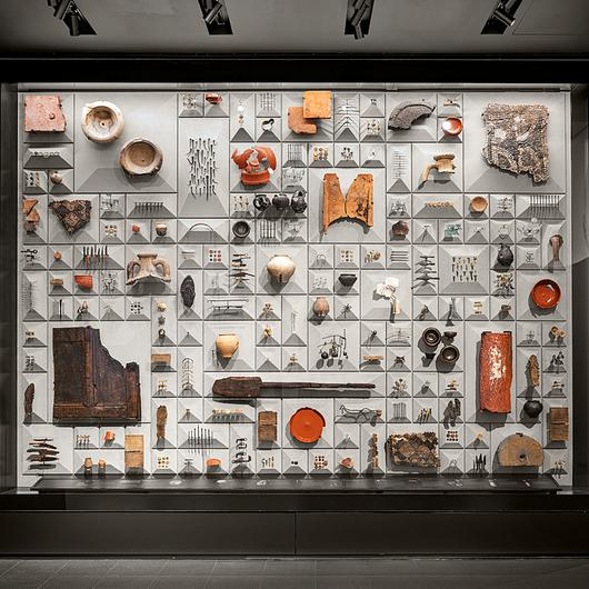 Display Cases in Mithraeum Bloomberg Space