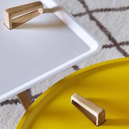 Mesa lateral tres patas Servolino marca Miniforms
