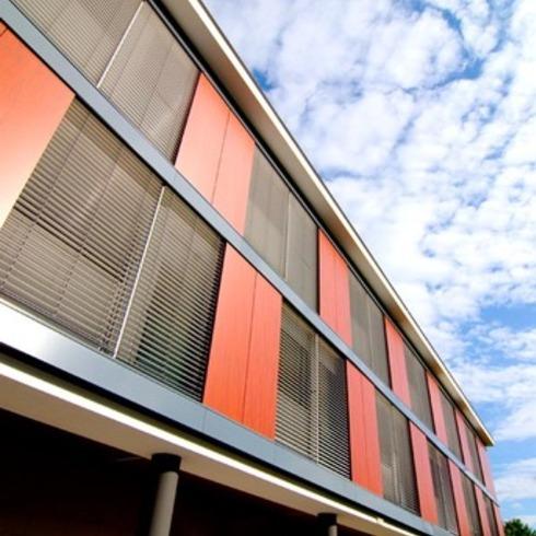 Revestimientos Exteriores en Edificios Industriales / Trespa