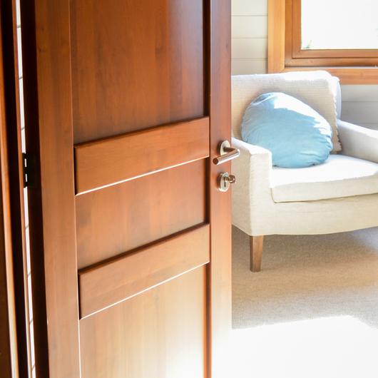 Puertas de madera s lida modernas de ignisterra for Puertas kiuso telefono