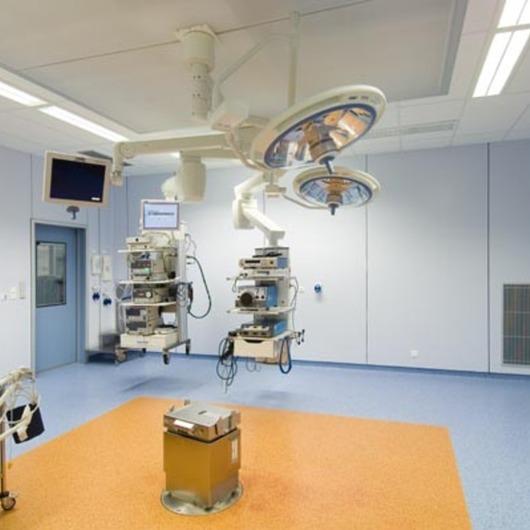 Placas para Fachadas de Hospitales y Laboratorios / Trespa