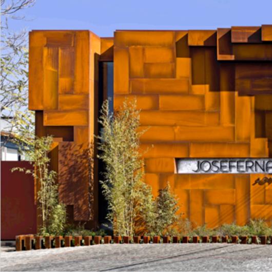 Screenpanel en acero corten y Alumelt, Quadroline 15x10 en Joyería José Fernández.