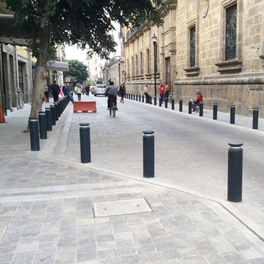 Bolardos y Delimitadores / BKT Mobiliario Urbano