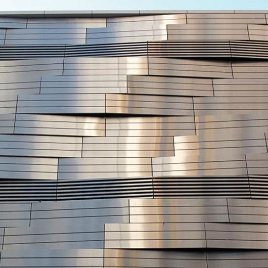 Materiales Compuestos de Aluminio  – Acabados Metálicos / Alpolic