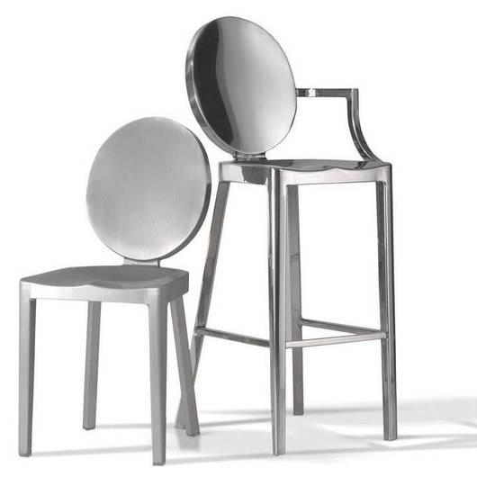 Sillas y Mesas en aluminio Emeco / Officio Mondó