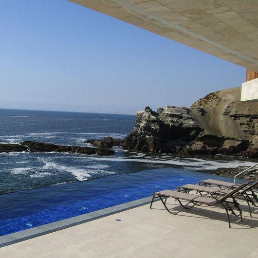 Construcción y equipamiento de piscinas