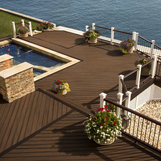 Deck Exterior TREX / Carpenter