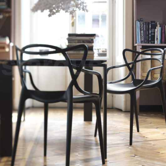 Silla Máster de Philippe Starck. / Officio Mondó