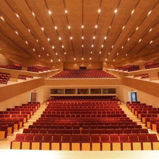 Muebles Actiu en el Auditorio Torre de Vieja / Actiu