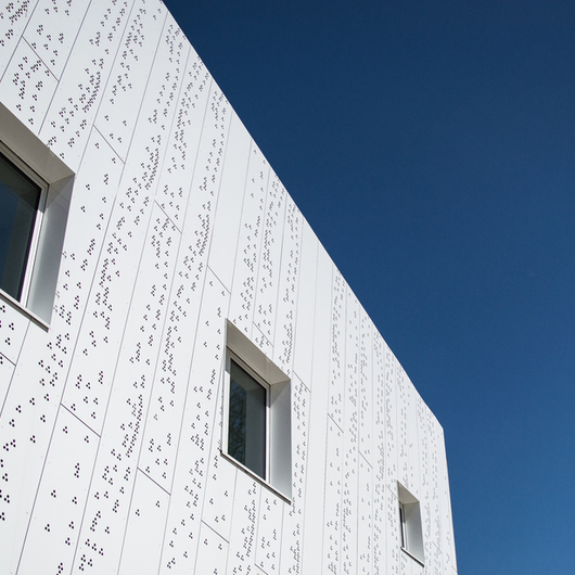 Perforated Aluminium Composite Panel etalbond® / Quai 9 / Elval Colour