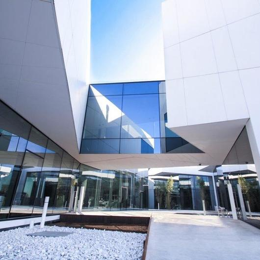 Fachadas de Superficie KRION® en Locales Comerciales / Porcelanosa Grupo