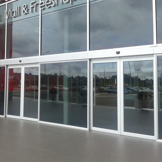Puertas Correderas Automáticas Acristaladas