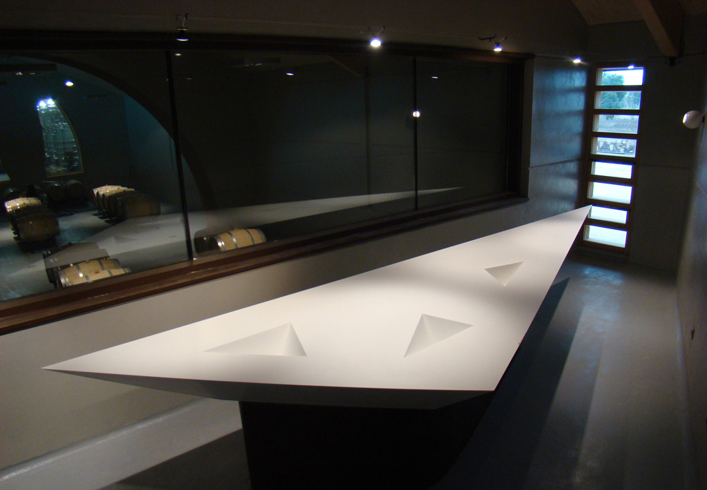 Aplicación de Superficies Sólidas y de Cuarzo en Proyectos Comerciales