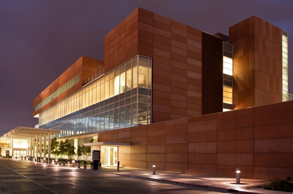 University  of  New  Mexico  Cancer  Center  / FlexShades
