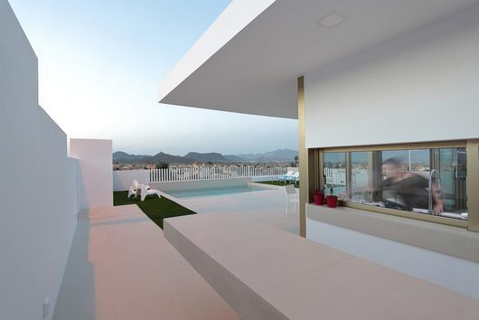 Pavimentos URBATEK en Casa con Porche en Voladizo, España