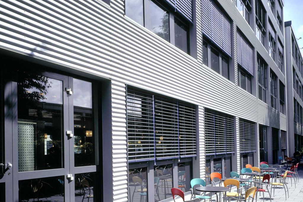 Persiana exterior de aluminio 80mm de hunter douglas for Persiana de aluminio