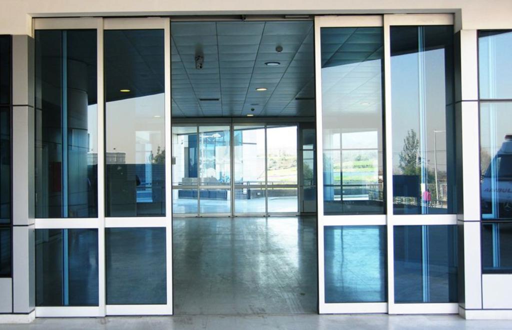 Puertas telesc picas de glasstech for Puerta corredera automatica vidrio