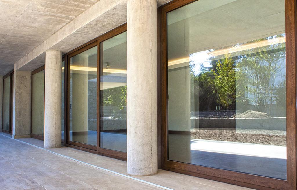 Ventanas y puertas de pvc de glasstech for Ventanales tipo puerta
