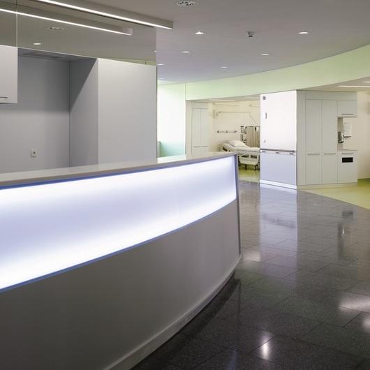Paneles FunderMax en Laboratorios y Hospitales