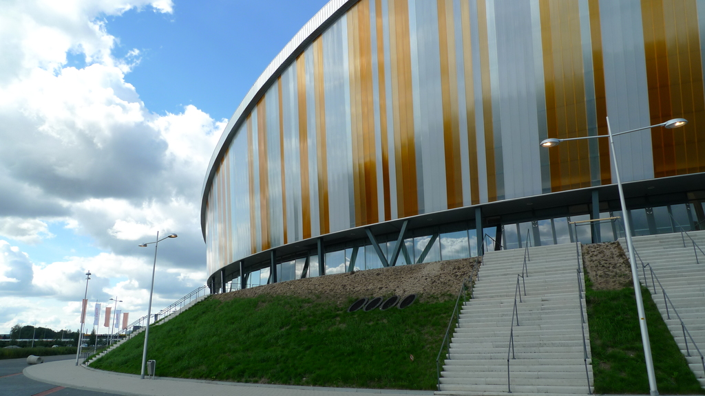 Omnisport Arena Apeldoorn with Round Facade and Customized Colour Pattern