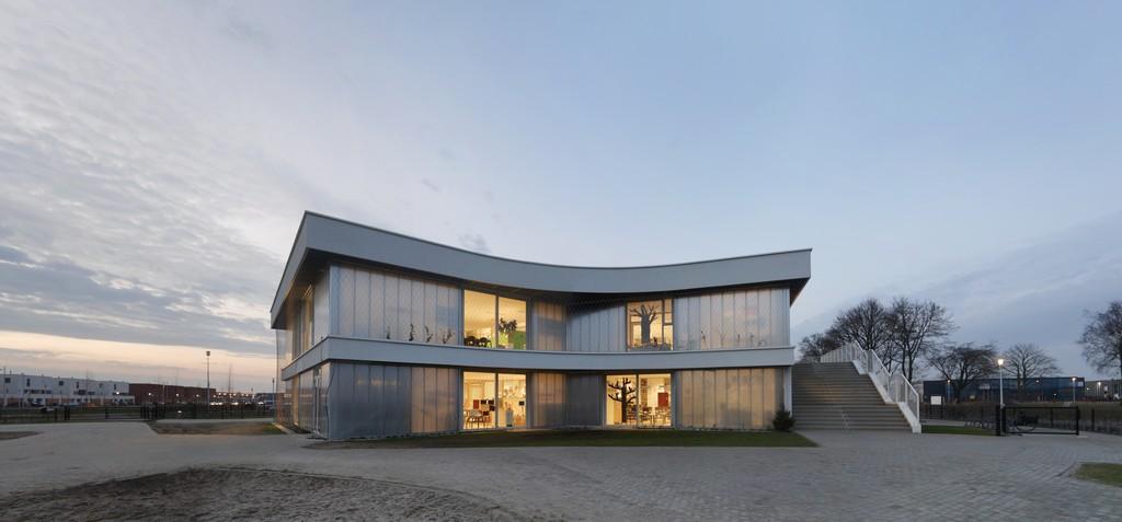 Polycarbonate Panels in Diamant School Apeldoorn