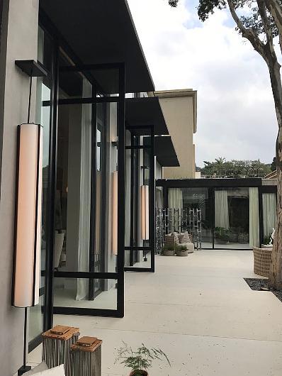 Porta Pivotante | Unibox (Projeto de Débora Aguiar para Casa Cor 2018) Foto: Alexandre Liporoni