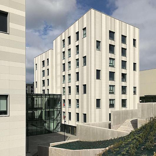 Water Facade Panels in Uneatlantico / ULMA Architectural Solutions