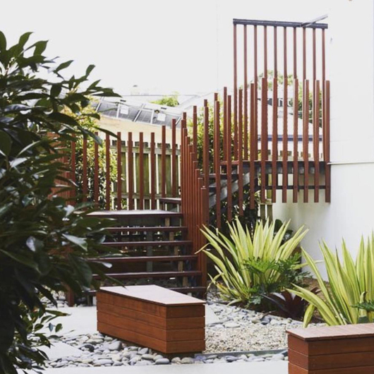 Knotwood Railings / Omnimax