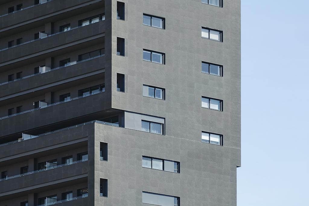 Polymer Concrete Facade in Diagonal Tower