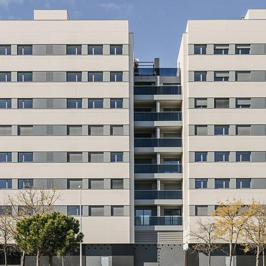 Revestimientos Silestone® y Dekton®  en Edificio Residencial Valdebebas 127 / Cosentino
