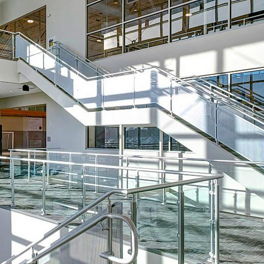 Interna-Rail® VUE Aluminum Railing / Hollaender