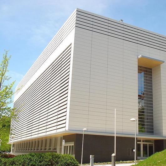 Paneles Fundermax en edificios  educativos