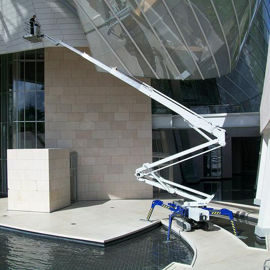 Articulated Boom Lifts / Falcon Lifts