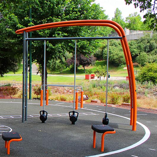 Circuito de Equipamiento Deportivo en Parque Estero Las Hualtatas / UrbanPlay