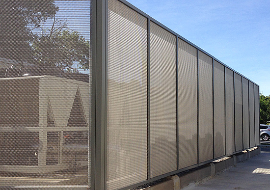 Wire Mesh in Fences & Enclosures | Banker Wire