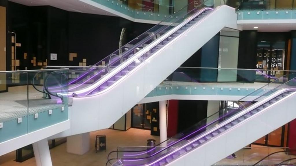 Escaleras Eléctricas - Comerciales & Andenes móviles