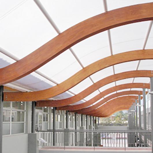 Aplicación de madera en establecimiento educacional - Instituto Chacabuco