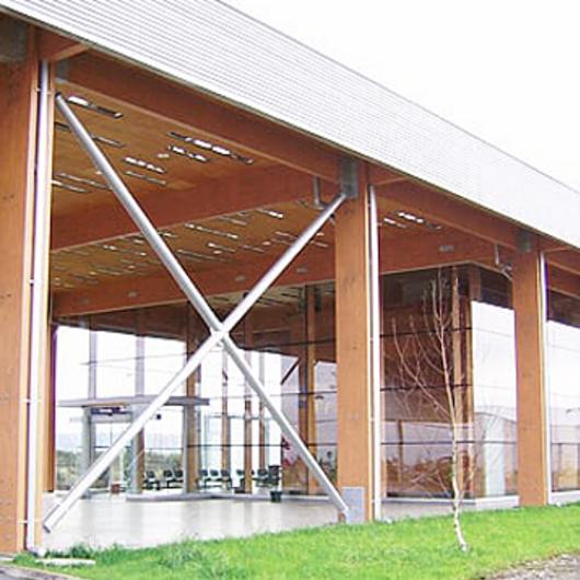 Madera laminada Hilam en Estación Central de Puerto Montt / Arauco