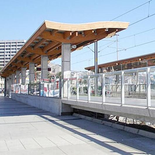 Madera laminada Hilam en  Metro Regional de Valparaíso / Arauco