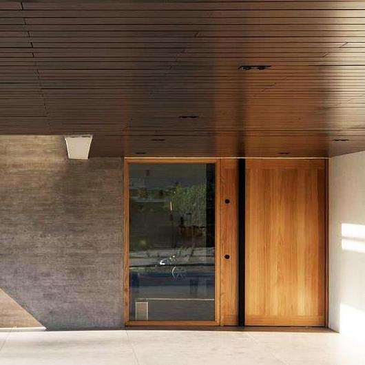 Revestimientos de madera para cielos exteriores / Leaf