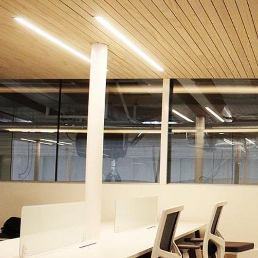 Revestimientos de madera para cielos interiores / Leaf