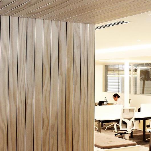 Revestimientos de madera para muros interiores / Leaf