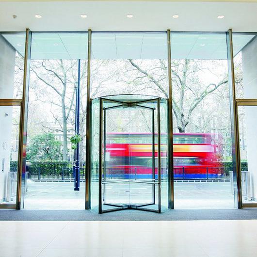 Puertas giratorias para hoteles y centros comerciales / Grupsa
