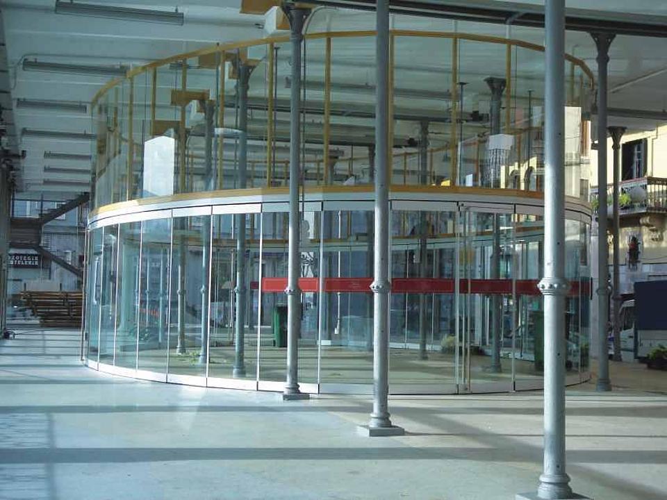 Mamparas divisorias deslizantes en vidrio