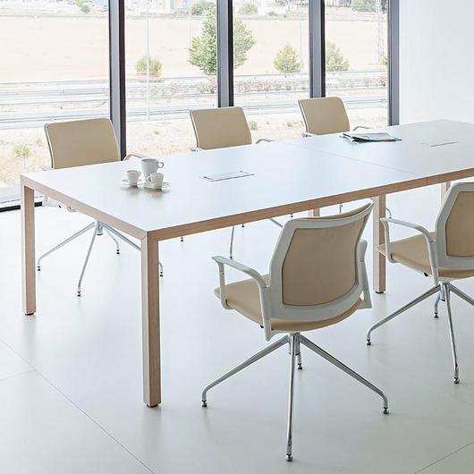 Mesas y escritorios Prisma / Actiu