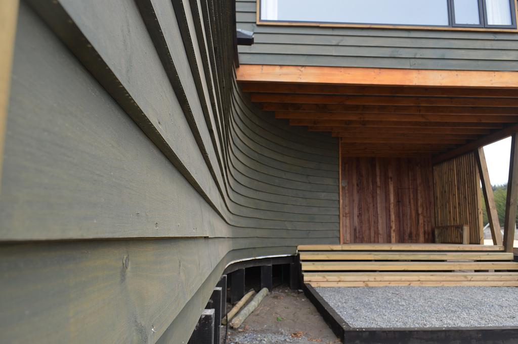 Acabado hidrófugo con filtro UV para madera exterior en Casa GL